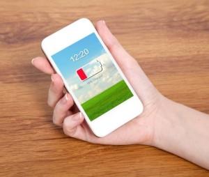 Cum sa pastrezi acumulatorul telefonului incarcat cand utilizezi Apple Store si Google Play?