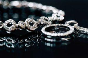 Cele mai comune tipuri de pietre de pe bijuterii