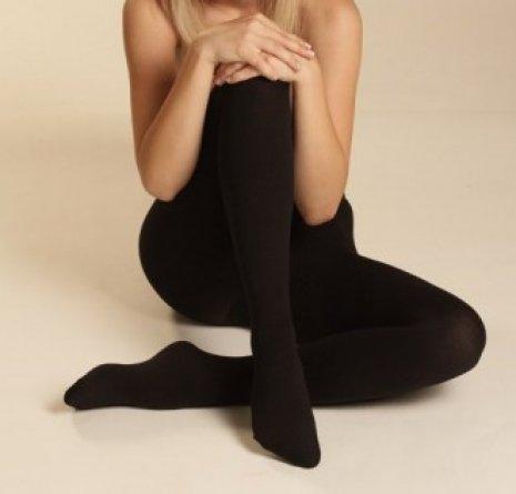 De ce poarta femeile ciorapi?